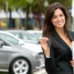 נציגת מכירות של חברת טרייד אין לרכב